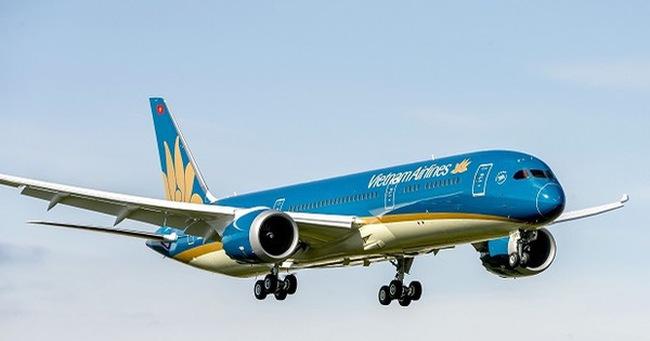 Tàu bay bị chiếu ánh sáng xanh vào khoang lái tại Nội Bài