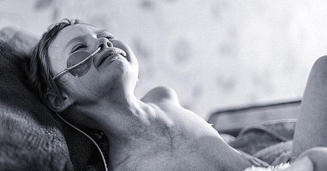 Căn bệnh ung thư mang con gái ra đi mãi mãi, người cha nín lặng làm một điều khiến ai cũng rưng rưng nước mắt