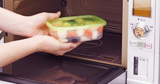 Đựng thực phẩm nóng hay lạnh trong hộp nhựa đều sinh chất gây ung thư: Đâu là sự thật?