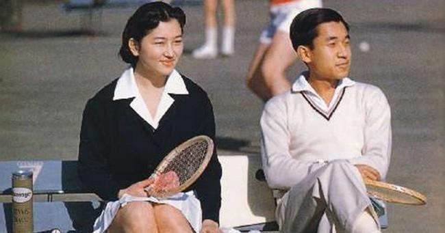 Nhà vua và Hoàng hậu Nhật Bản, mối tình hoàng tộc - thường dân, 60 năm đến đầu bạc và vẫn muốn yêu mãi mãi