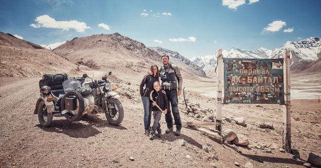 Bộ ảnh du lịch gia đình tuyệt đẹp: Đưa con trai 6 tuổi đi 26.000km qua 12 quốc gia bằng mô tô ba bánh
