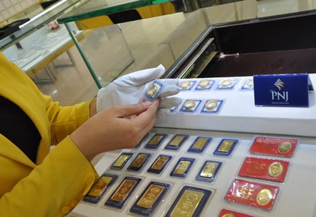 Từ khoảng cách chênh lệch 5 triệu đồng/lượng so với thế giới, thị trường vàng đang diễn ra điều bất thường