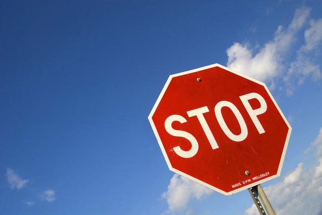 Chậm công bố BCTC soát xét bán niên, 3 mã cổ phiếu bị tạm ngừng giao dịch