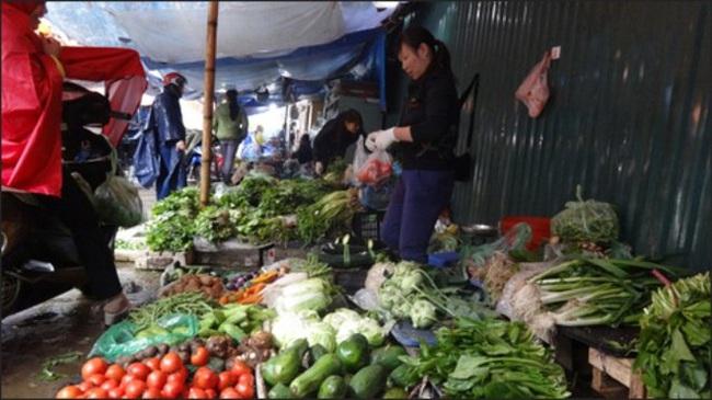 Giá rau xanh tăng mạnh vì trời mưa