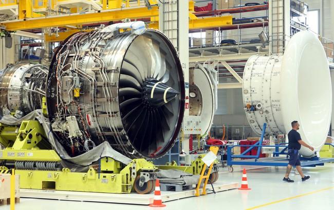 Khám phá nhà máy Rolls-Royce chế tạo món hàng đắt giá gấp nhiều lần siêu xe