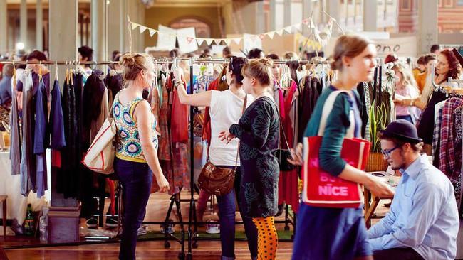 Các cửa hiệu dùng những chiêu gì để kích thích người tiêu dùng mua hàng?