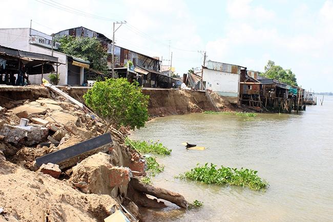 Phó thủ tướng chỉ đạo khắc phục sạt lở sông Vàm Nao