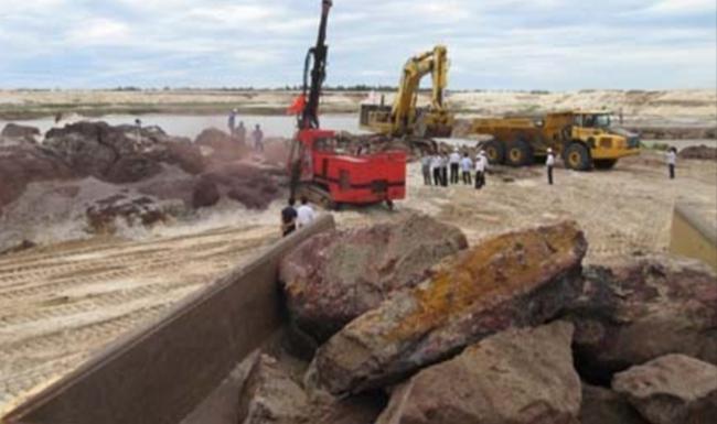 """Cần 14.500 tỷ VND """"đánh thức"""" mỏ sắt 35 tỷ USD"""