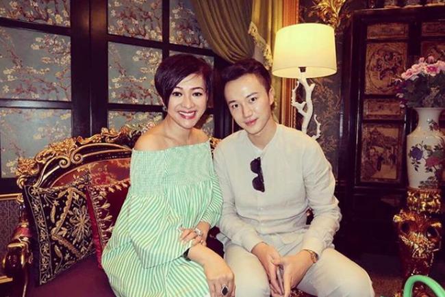 """Trò chuyện cùng """"người tình mua sắm"""" hỗ trợ từ A-Z cho thú vui của các tỷ phú Hong Kong: Giới siêu giàu luôn có tiền và thời gian để mua sắm bất kỳ thứ gì họ thích"""