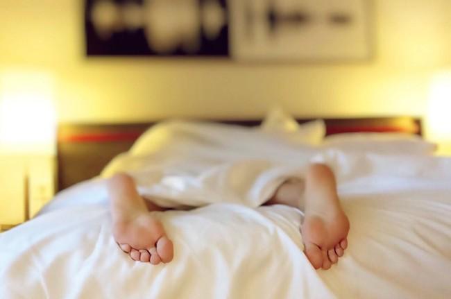 Bạn sẽ hối tiếc khi không biết 10 mẹo thông minh giúp giấc ngủ yên bình và trọn vẹn hơn