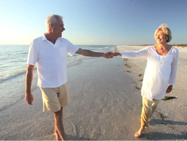 Thấy người giàu chi tiền tỷ để được sống lâu, chuyên gia chỉ cách kéo dài tuổi thọ mà chẳng tốn mấy xu