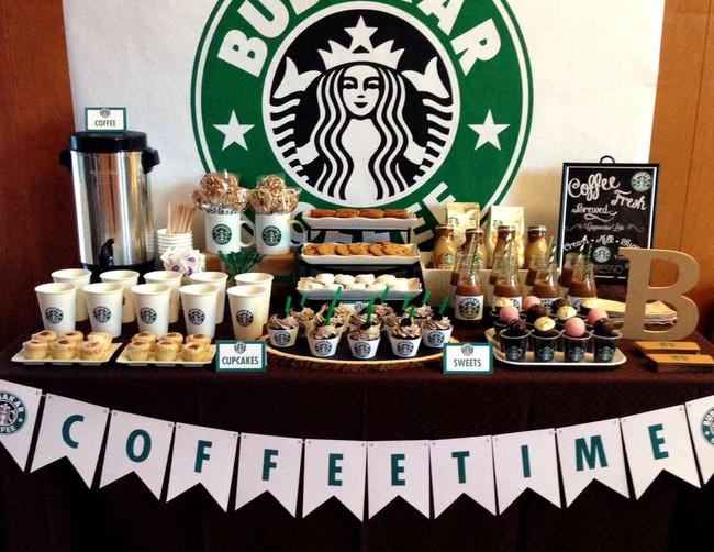 """""""Đừng chỉ bán sản phẩm, hãy cho khách hàng trải nghiệm"""" - Bí quyết thành công từ 2 hãng cafe hàng đầu thế giới"""