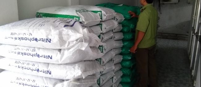 Tạm giữ 5 tấn phân bón không rõ nguồn gốc