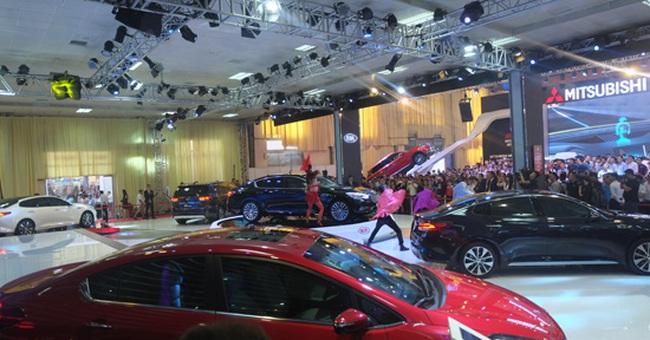 Chi hơn 1 tỷ USD để nhập khẩu ô tô nguyên chiếc