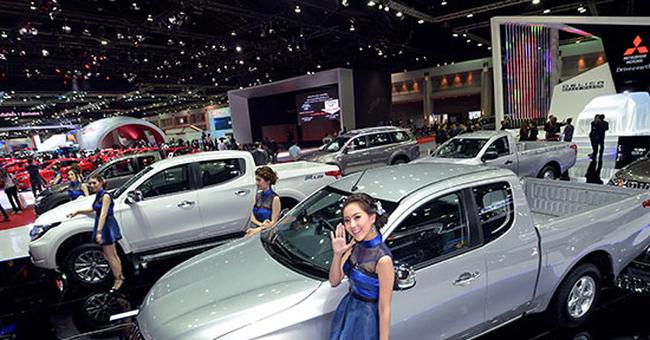 Vì sao giá xe ô tô vẫn chưa giảm?