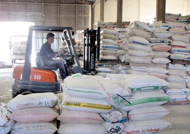 Nghịch lý: Giá gia súc gia cầm xuống thấp kỷ lục, nhập khẩu thức ăn gia súc vẫn tăng ầm ầm