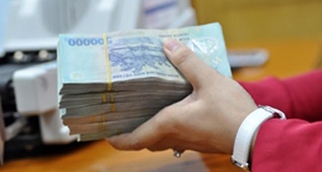 Băn khoăn xung quanh đề xuất đánh thuế lãi suất tiền gửi tiết kiệm
