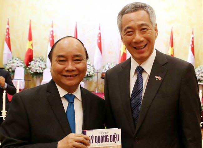 Chuyến thăm Việt Nam qua những hình ảnh trên Facebook Thủ tướng Singapore Lý Hiển Long