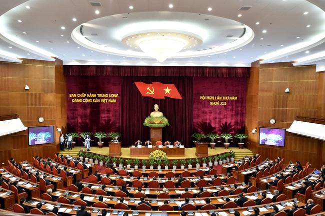 Hội nghị Trung ương 5: Đẩy mạnh cơ cấu lại DNNN