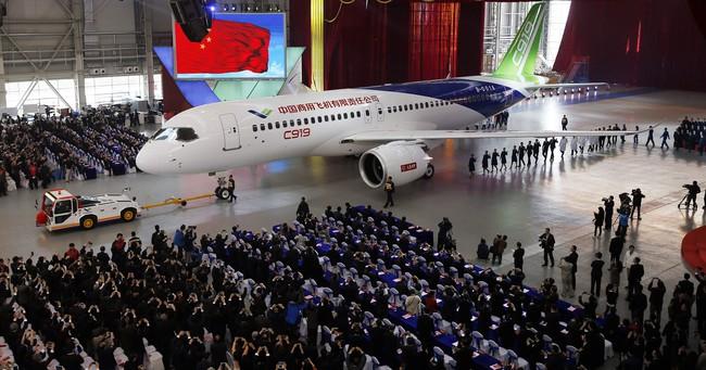 """Máy bay """"made in China"""" có thể đe dọa Airbus, Boeing?"""