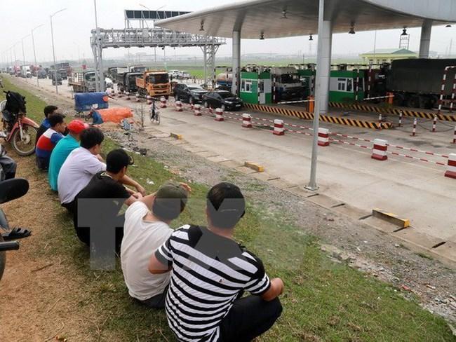 """Dân phản ứng chặn xe với hàng loạt trạm thu phí BOT """"đặt nhầm chỗ"""""""