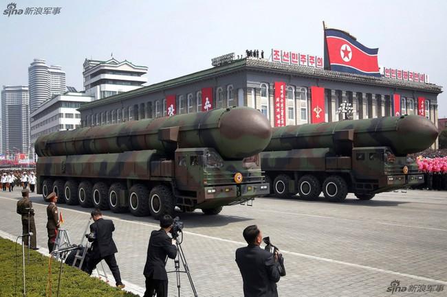 Tên lửa bay cao 2.000 km của Triều Tiên có thể mang đầu đạn hạt nhân cỡ lớn