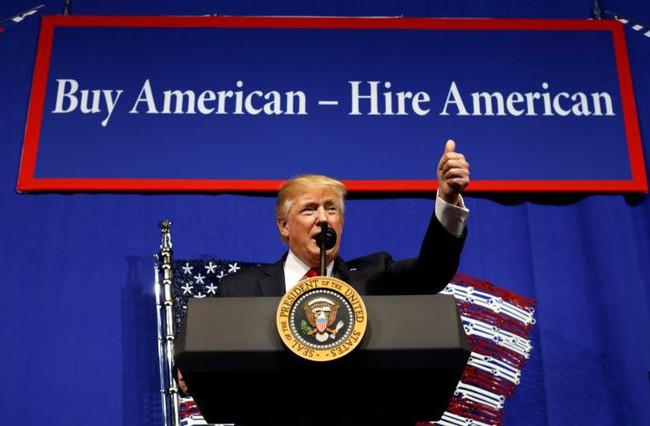 Tổng thống Trump ra lệnh xem xét lại chương trình cấp visa của Mỹ