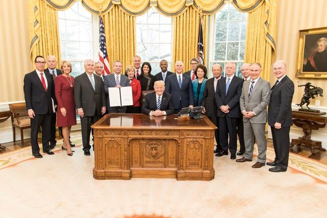 Nội các của Tổng thống Trump gây lo ngại về xung đột lợi ích