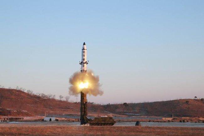 """Triều Tiên thử thành công tên lửa có thể bắn tới """"tận cùng trái đất"""""""