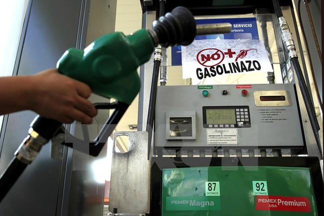 Tồn kho xăng cao kỷ lục ở Mỹ gây sức ép lên thị trường dầu mỏ