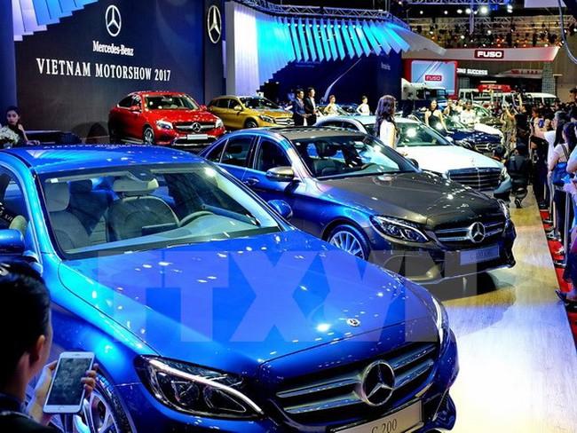 Doanh nghiệp công bố giá bán lẻ ôtô năm 2018, khách hàng vẫn chờ đợi