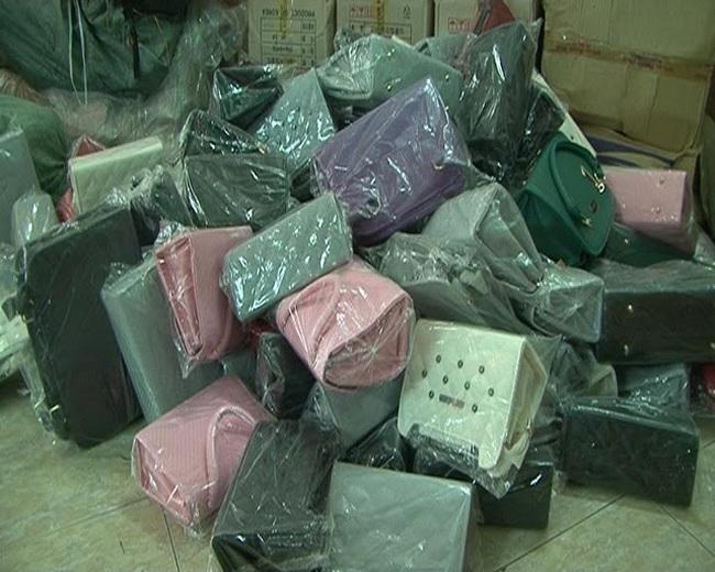 Khám xét nhiều container đồ hiệu 'nhái' nhập lậu từ Trung Quốc