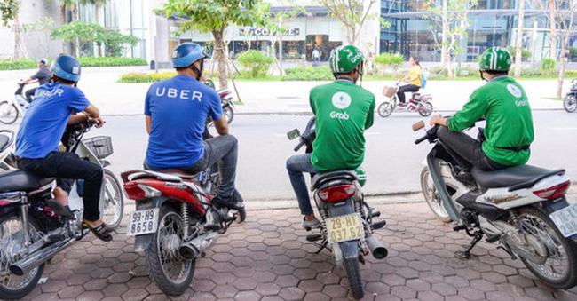 """Khi Uber chật vật với tin đồn đóng cửa thì Grab tuyên bố """"đã xong trận đánh giành thị phần"""": Vì sao Grab vượt mặt Uber tại Việt Nam?"""