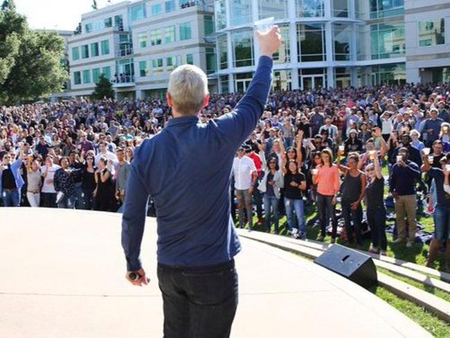 Phá kỷ lục của chính mình, Apple chính thức trở thành công ty giá trị nhất mọi thời đại trên sàn chứng khoán