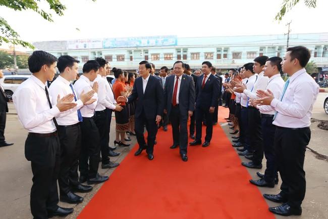 Nguyên chủ tịch nước Trương Tấn Sang sang thăm và làm việc với các doanh nghiệp tại Lào
