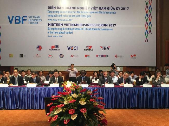 """Phó Thủ tướng Vương Đình Huệ: Giải quyết vấn đề """"lệch pha"""" giữa khối FDI và trong nước không bằng cách làm doanh nghiệp FDI yếu đi"""