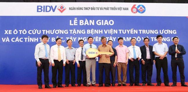 BIDV bàn giao 46 xe cứu thương tặng bệnh viện tuyến Trung ương và các tỉnh