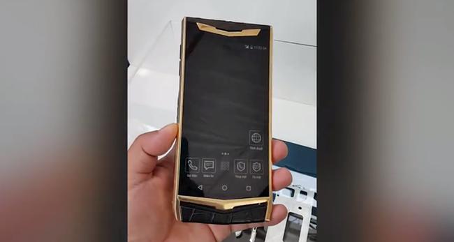 """Viettel sắp ra mắt điện thoại """"Made in Vietnam"""" giá ngàn đô bán cho người Việt?"""