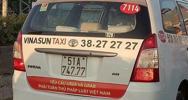 Luật sư: Việc Vinasun dán decal trên xe taxi có dấu hiệu của hành vi gièm pha doanh nghiệp khác, vi phạm Luật Cạnh tranh