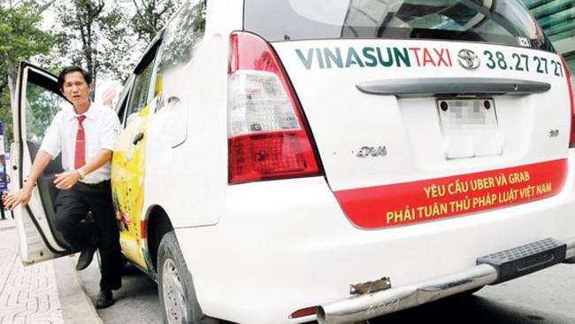 Cuộc chiến giữa taxi truyền thống với Uber, Grab sẽ đi về đâu?