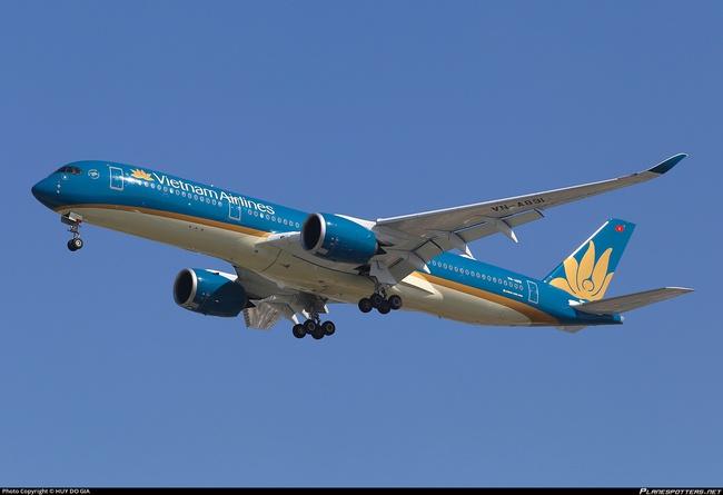 """Cổ phiếu Vietnam Airlines khớp đột biến 5,4 triệu đơn vị, Techcombank bắt đầu """"xả hàng""""?"""