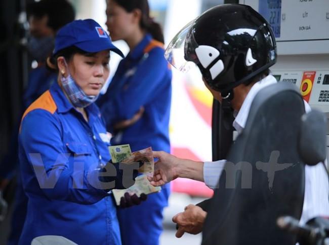 Bình ổn giá xăng dầu: Nên để người dân tiếp cận dần tư duy thị trường