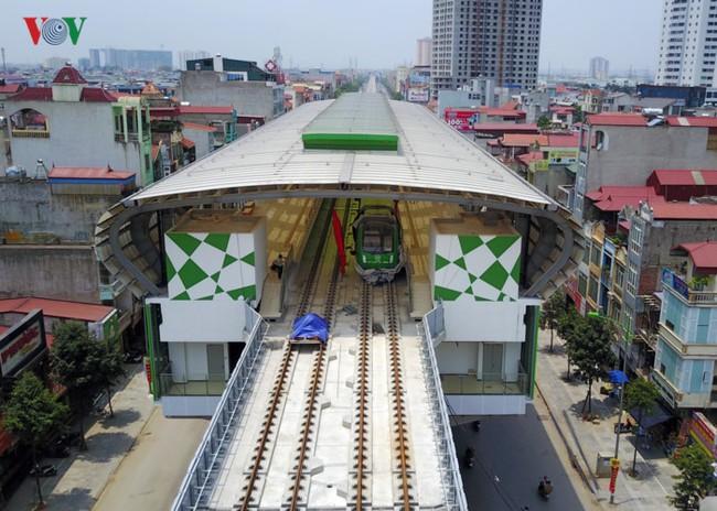 Cận cảnh tàu Cát Linh - Hà Đông tại ga La Khê