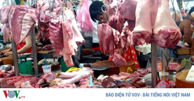 Giá lợn giảm - Thương lái hay người tiêu dùng hưởng lợi?