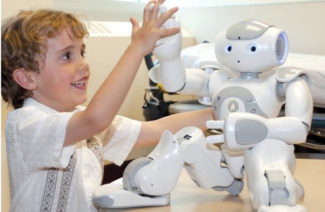 Đừng nghĩ robot cướp việc làm của con người nữa, nó có thể tăng hiệu suất làm việc của con người lên tới 200%