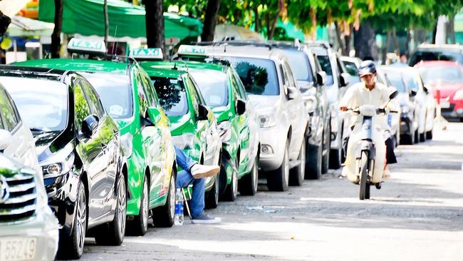 Cạnh tranh với Uber và Grab, taxi truyền thống hợp tác với đối tác ngoại