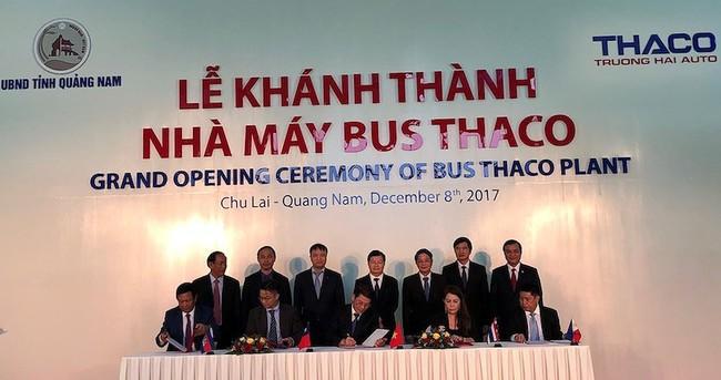 Việt Nam chính thức xuất khẩu ô tô ra nước ngoài - ảnh 1