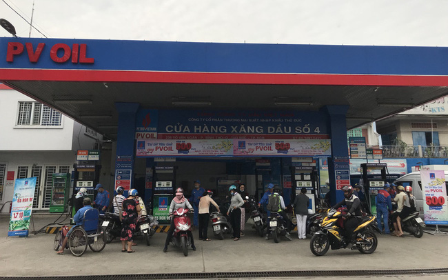 """""""Vui Tết Mậu Tuất cùng PVOIL"""":  PVOIL giảm giá bán lẻ 500 đồng/lít xăng E5, dầu DO"""
