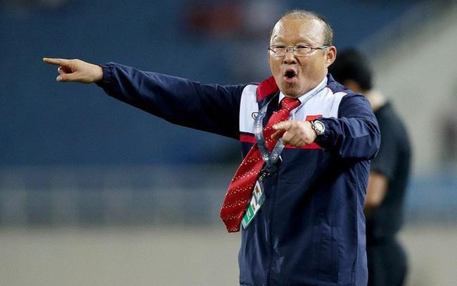 """Tránh làm """"bia đỡ đạn"""" trên sân bóng hội nhập, kinh tế Việt Nam cần lối chơi thực dụng"""