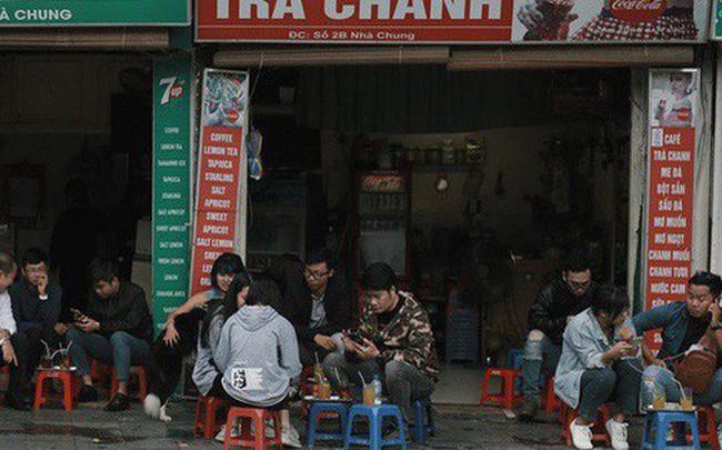 Chùm ảnh: Ngày đầu tiên Hà Nội đón gió mùa, người dân khoác áo ấm co ro trong tiết trời se lạnh